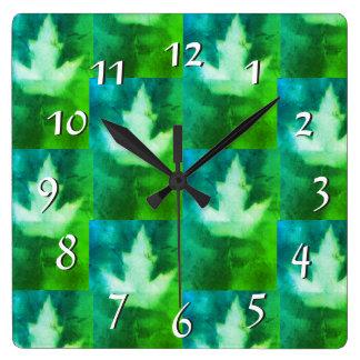 Reloj Cuadrado Hoja soñadora vibrante de Artistan de los colores