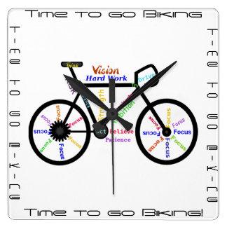 Reloj Cuadrado Hora de ir a Biking, bicis con palabra de