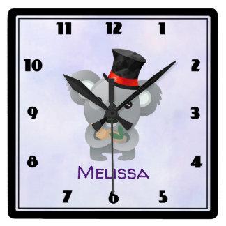 Reloj Cuadrado Koala linda en un personalizado negro del sombrero