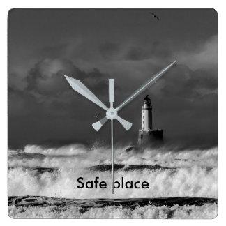 Reloj Cuadrado La tormenta en el Mar del Norte