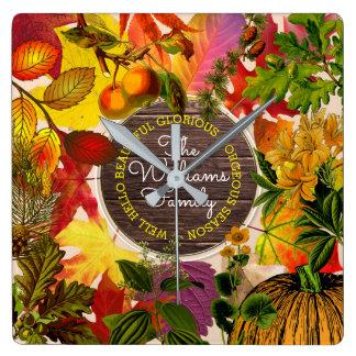 Reloj Cuadrado Madera del vintage del monograma del collage de la