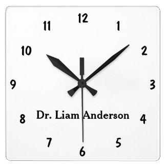 Reloj Cuadrado Monograma personalizado llano minimalista 3d de la