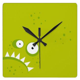 Reloj Cuadrado Monstruo verde asustadizo divertido enojado gruñón