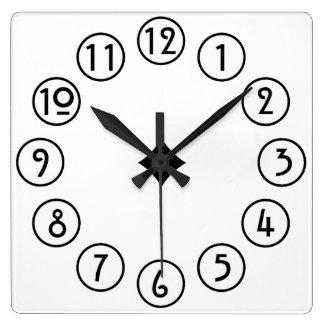 Reloj Cuadrado Negro limpio y simple en blanco