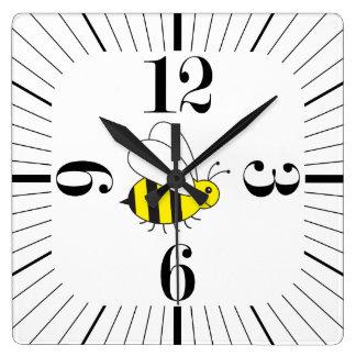 Reloj Cuadrado Pequeños lindos manosean retro moderno de la abeja