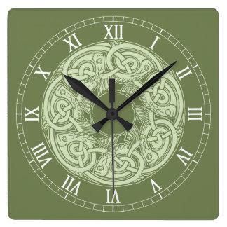 Reloj Cuadrado Pescados de Knotwork del Celtic en verde
