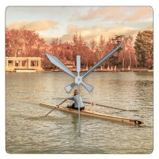 Reloj Cuadrado Rowing de la mujer en Del Retiro Park, Madrid,