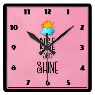 Reloj Cuadrado Tipografía de la subida y del brillo con Sun y la