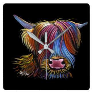 """Reloj Cuadrado Vaca escocesa """"PODGER"""" de la montaña por Shirley M"""