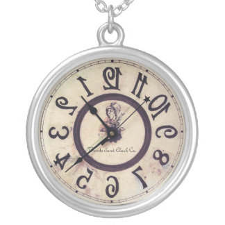 Reloj curioso collar plateado