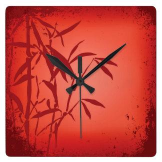 Reloj de bambú rojo del cuadrado del grunge