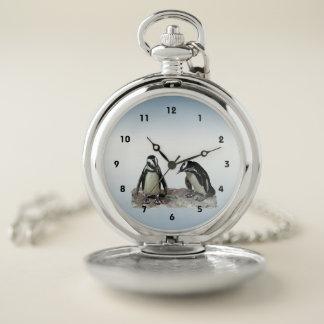 Reloj de bolsillo azul de los pájaros blancos y