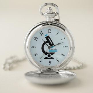 Reloj de bolsillo azul del diseño del microscopio