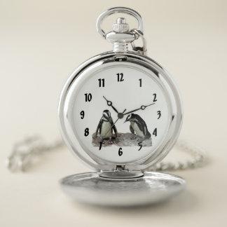 Reloj de bolsillo blanco y negro de los pájaros