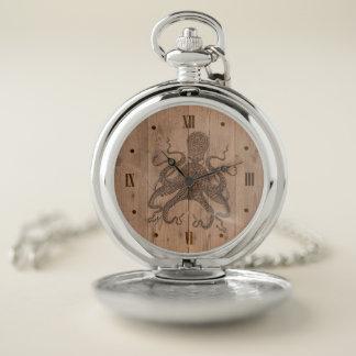 Reloj de bolsillo grabado madera del pulpo de la
