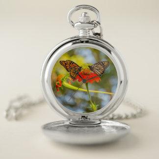 Reloj De Bolsillo Mariposas de monarca en Wildflowers