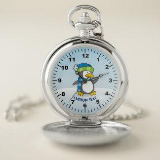 Reloj De Bolsillo Pequeño pingüino que camina en nieve