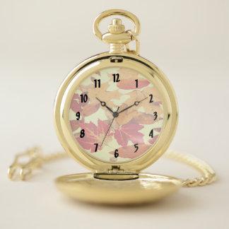 Reloj de bolsillo rojo del follaje del otoño del