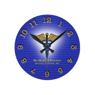 Reloj de encargo del doctor clínica médica