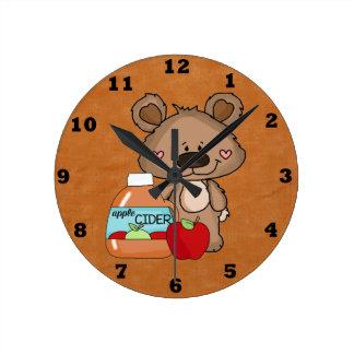 Reloj de la sidra de Apple del oso de Boppy