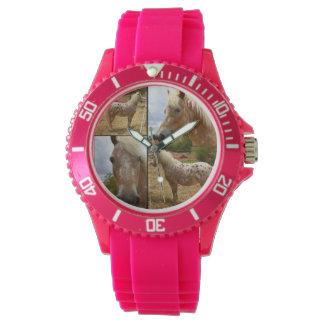 Reloj de los deportes del rosa del collage de la