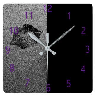 Reloj de los labios del artista de maquillaje