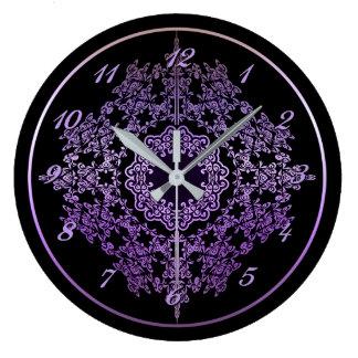 Reloj de pared afiligranado púrpura del adorno
