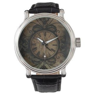 Reloj de pared antiguo gótico del vintage