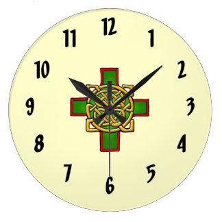 Reloj de pared céltico cruzado del diseño