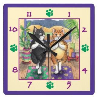 Reloj de pared cuadrado de los gatos de la yoga