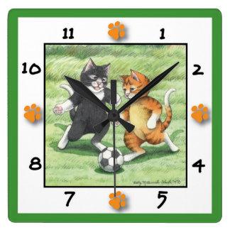 Reloj de pared cuadrado de los gatos del fútbol
