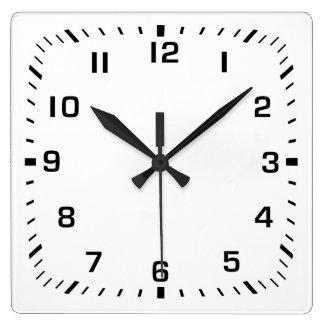 Reloj de pared de la casilla blanca con números