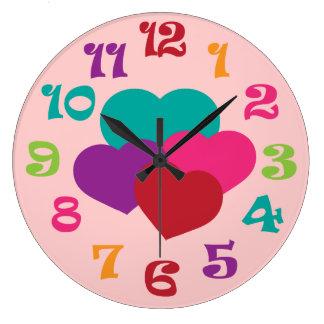 Reloj de pared de los chicas de los corazones del