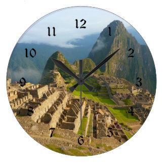 Reloj de pared de Machu Picchu con números negros