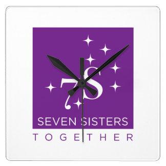 Reloj de pared de siete hermanas junto