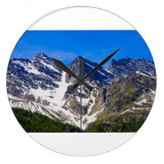reloj de pared del levanne de las montañas tres