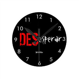 Reloj de pared DESesperar DESenREdo negro