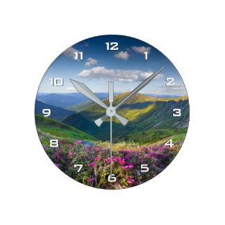 Reloj de pared floral del paisaje de la montaña