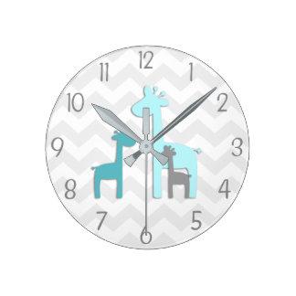 Reloj de pared gris del cuarto de niños de la