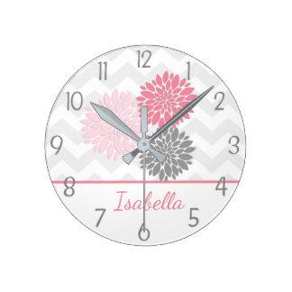 Reloj de pared gris rosado de la flor de la dalia