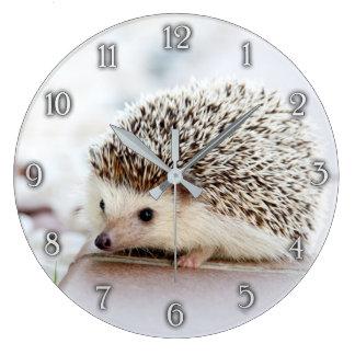 Reloj de pared lindo del erizo del bebé