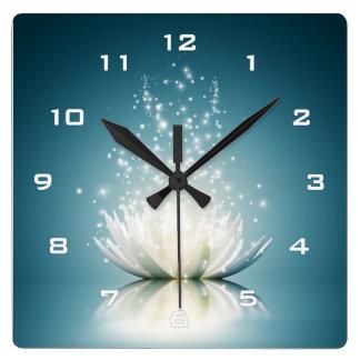 Reloj de pared mágico blanco de Lotus