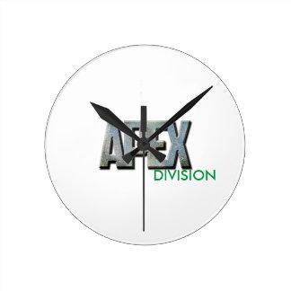 Reloj de pared medio de la división de APEX