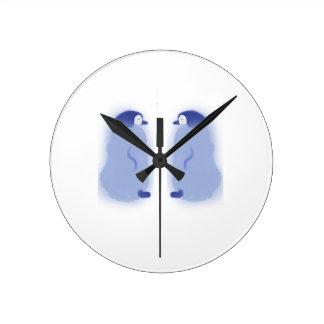 Reloj de pared medio del pingüino redondo