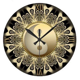 Reloj de pared negro de YinYang de la balanza de