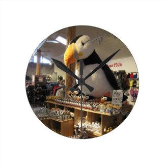 Reloj de pared redondo con la imagen del