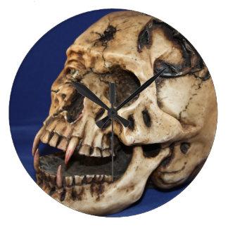 Reloj de pared redondo grande del cráneo