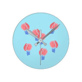 Reloj de pared redondo medio de los balones de