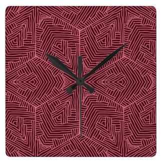 Reloj de pared rojo oscuro