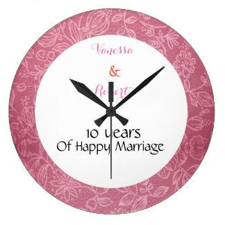 Reloj de pared rosado floral del aniversario de la
